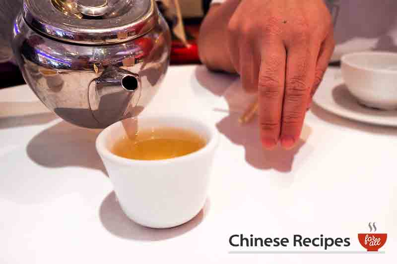 Top 10 Chinese Dinner Etiquette Tips When You're Eating Chinese Food